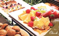 デザートとフルーツ盛り合わせ